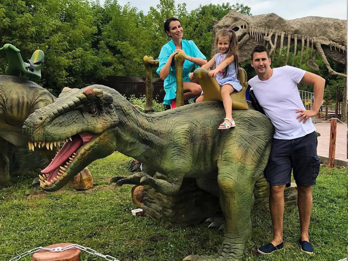 Customer show our animatornic walking dinosaur rides for amusement park
